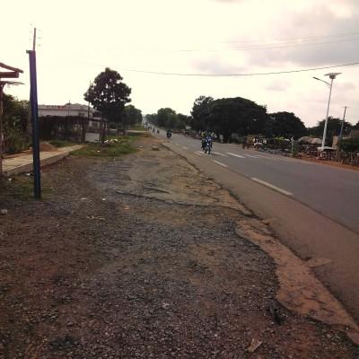 Vente de domaine de 10 hectares à Djèrègbé. Le domaine mis en vente est au bord de la voie avant le 1er dos-d'âne en venant de Cotonou.