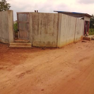 Parcelle recasée de 400 m² à Amawignon Parakou dans la zone de la résidence de l'ancien Président Boni YAYI. La parcelle est située à 700 m des pavés .
