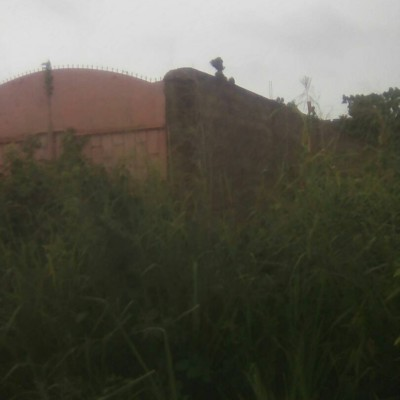 Parcelle recasée et clôturée de 400 m² à Zoundja.