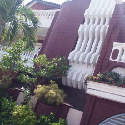 Maison de type R+2 sise à Akpakpa TOKPLEGBE sur une superficie de 500 m², Zone des Ambassades