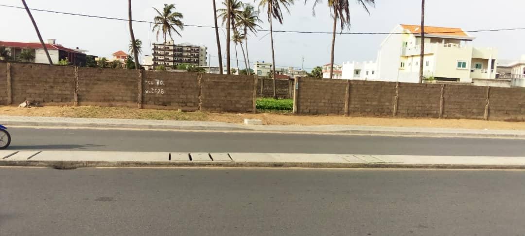 01 Parcelle de 1000 m² au bord de la route des pêches Fidjrossè